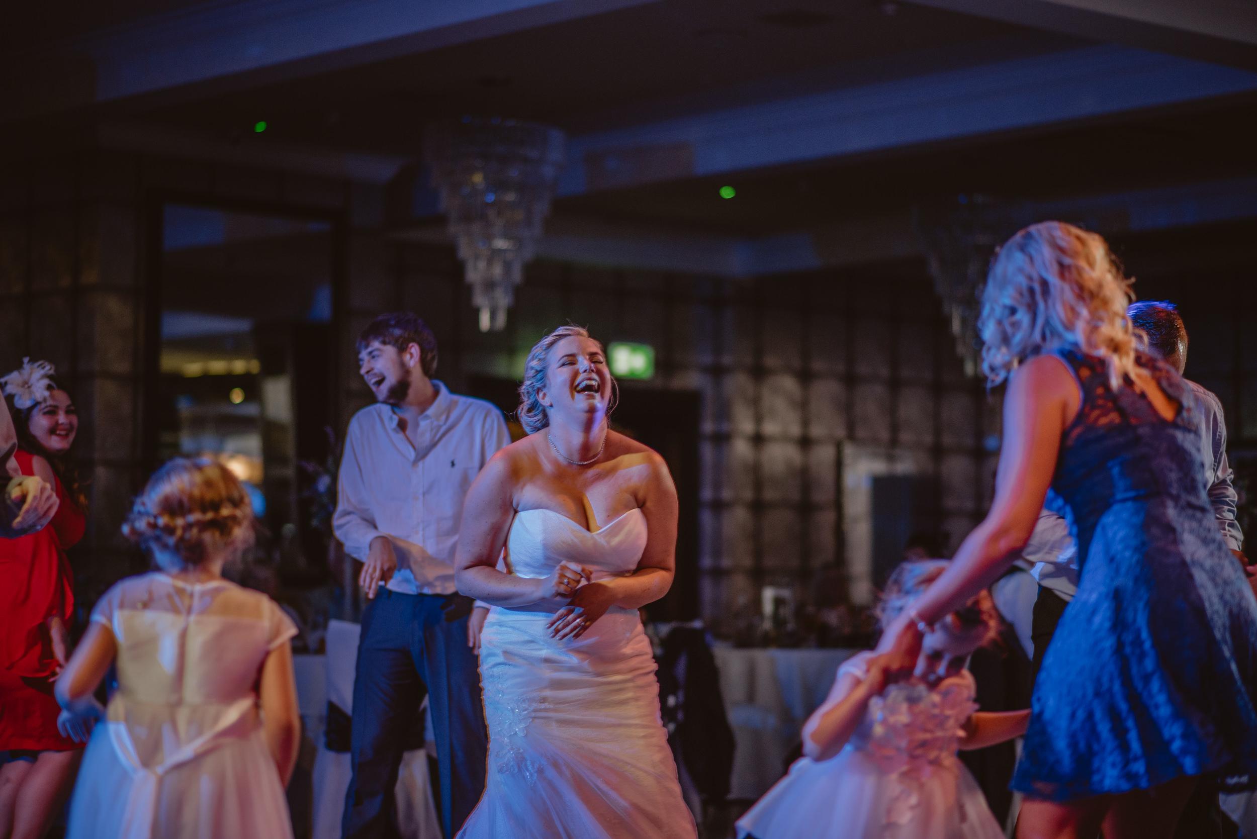 Chantelle-and-Stephen-Old-Thorns-Hotel-Wedding-Liphook-Manu-Mendoza-Wedding-Photography-584.jpg