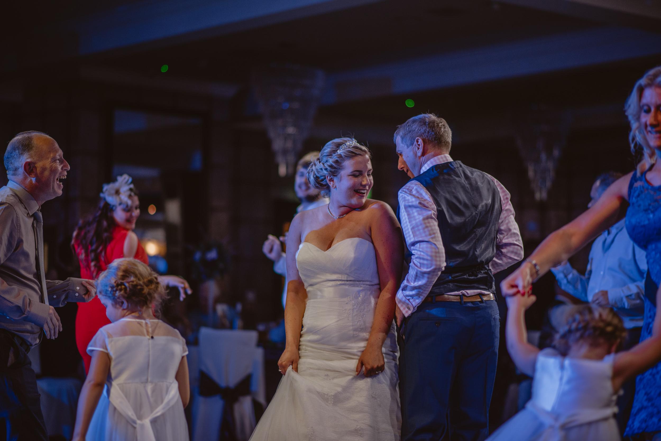 Chantelle-and-Stephen-Old-Thorns-Hotel-Wedding-Liphook-Manu-Mendoza-Wedding-Photography-586.jpg