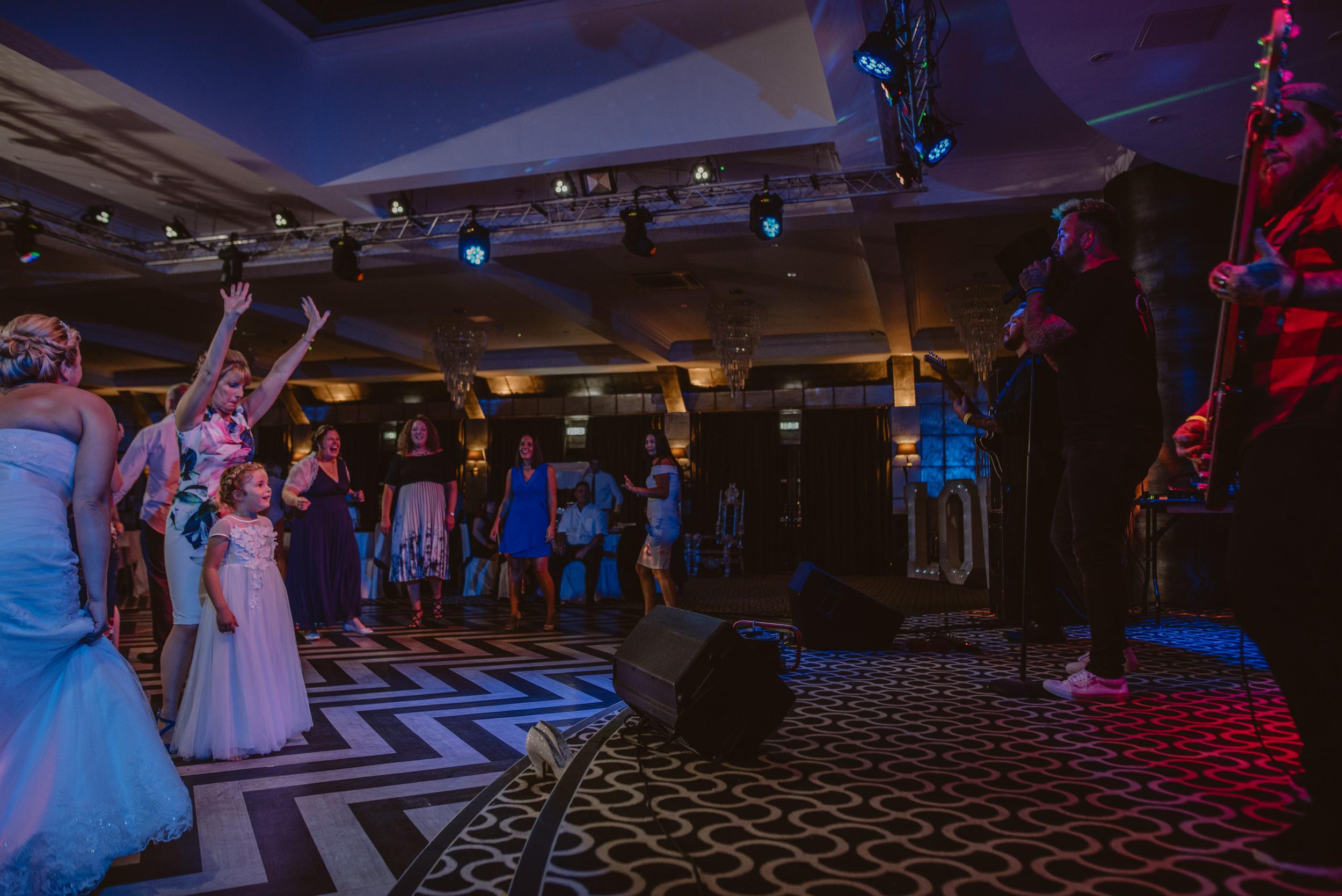 Chantelle-and-Stephen-Old-Thorns-Hotel-Wedding-Liphook-Manu-Mendoza-Wedding-Photography-603.jpg