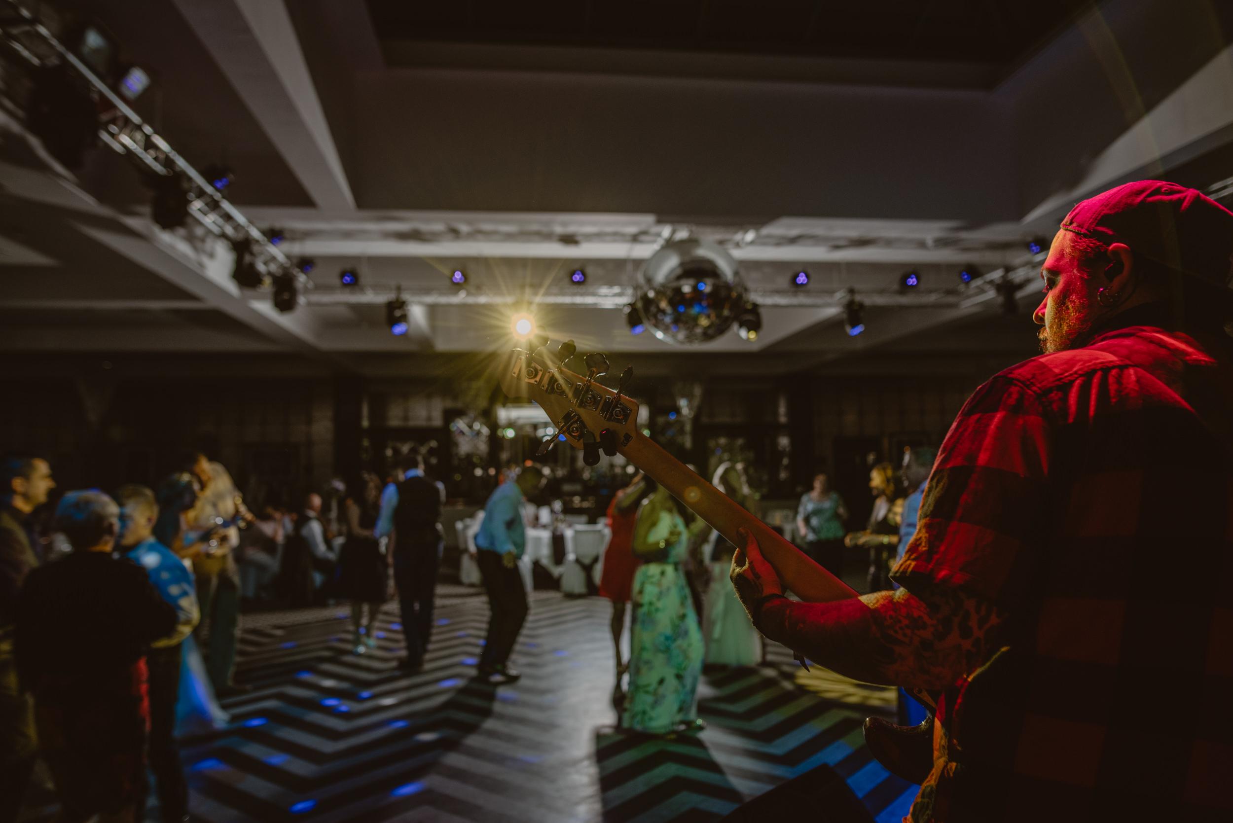 Chantelle-and-Stephen-Old-Thorns-Hotel-Wedding-Liphook-Manu-Mendoza-Wedding-Photography-615.jpg