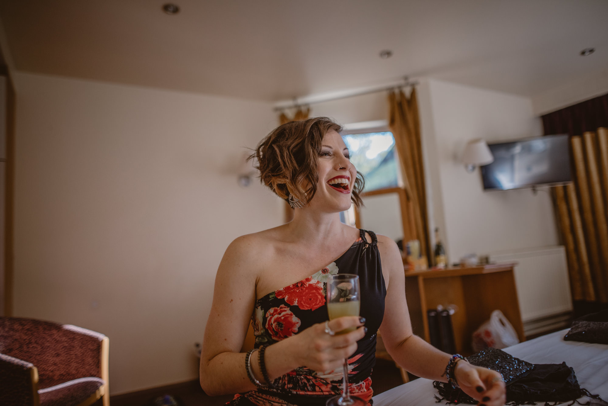 Marissa-and-Ash-Wedding-at-Winchester-Guildhall-and-The-Meade-Hall-Hampshire-Manu-Mendoza-Wedding-Photography-039.jpg