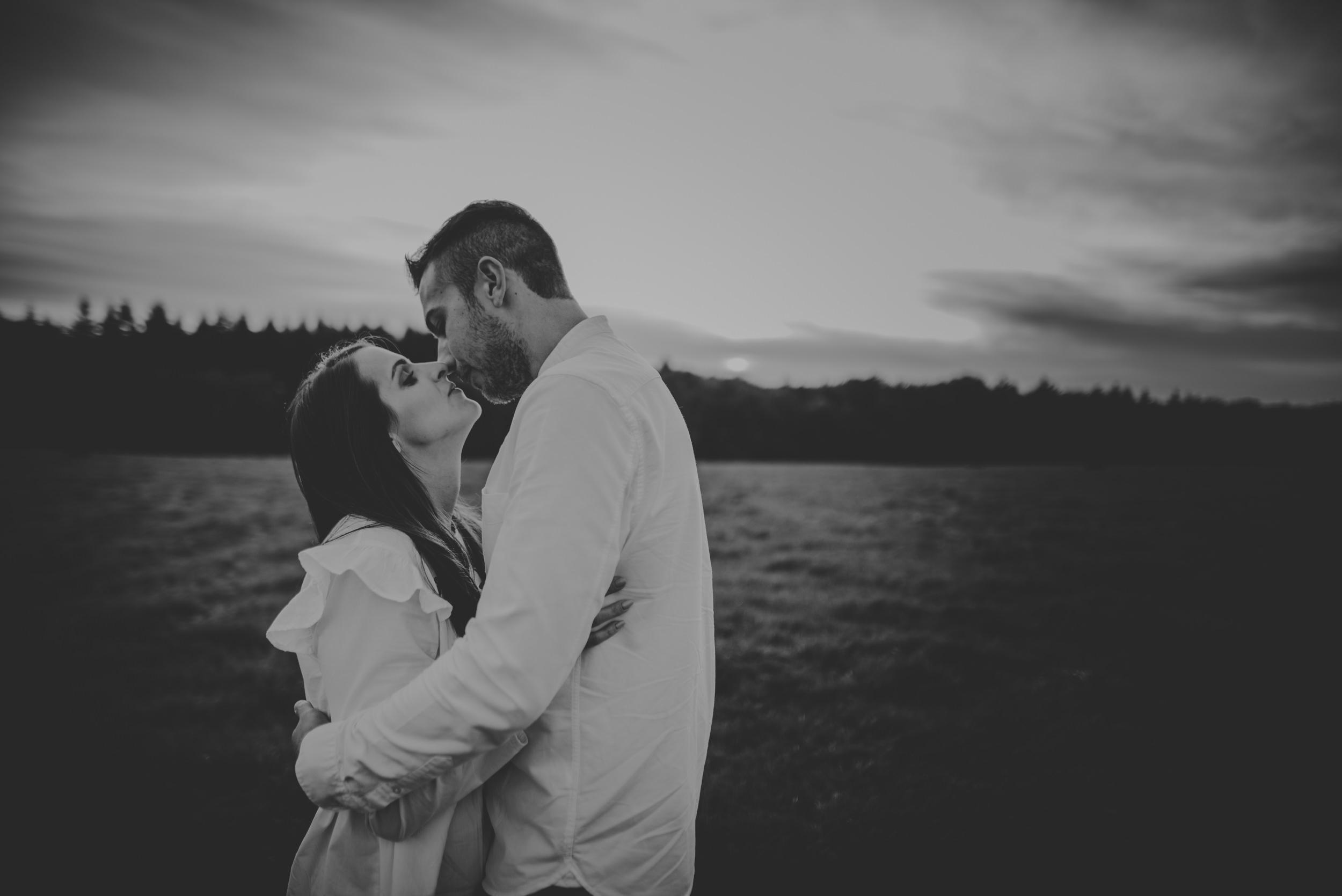Emma-and-Jon-engagement-session-Fair-Oak-Manu-Mendoza-Wedding-Photography-054.jpg