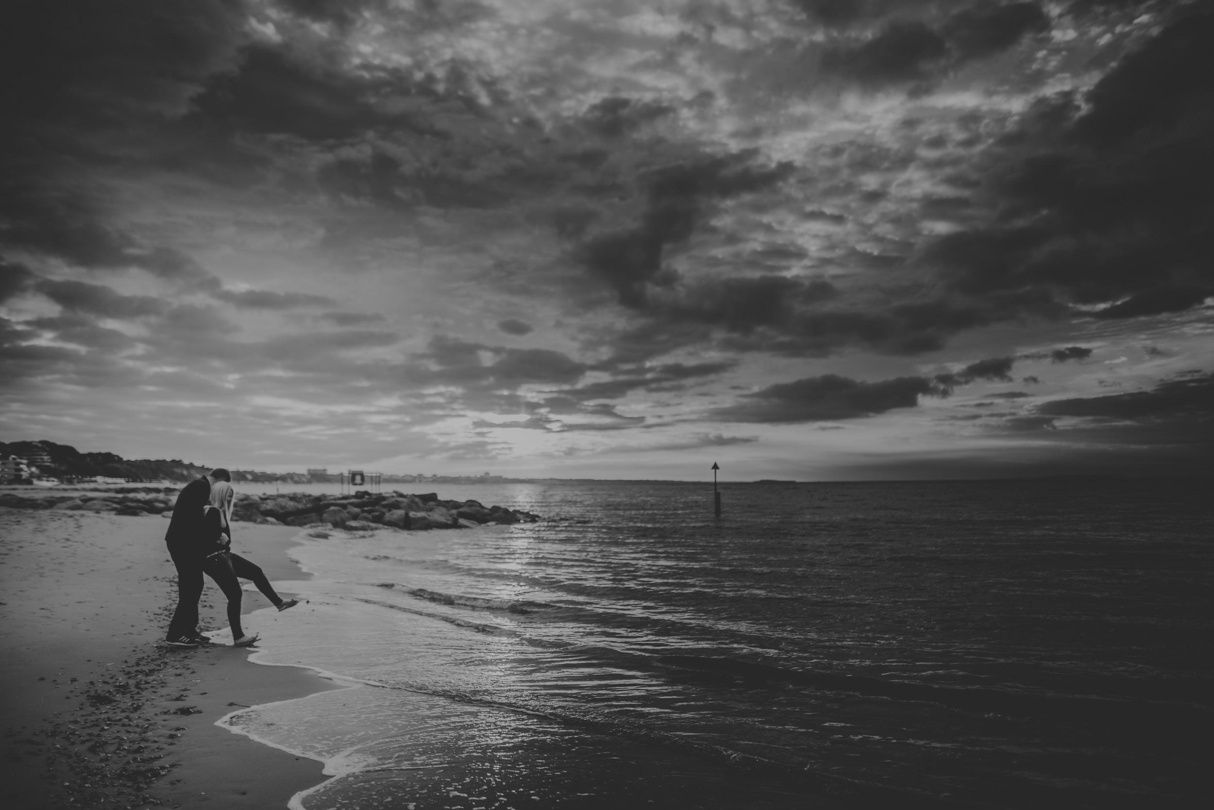 Trisha-and-Robert-Engagement-session-Sandbanks-beach-Poole-Manu-Mendoza-Wedding-Photography-036.jpg