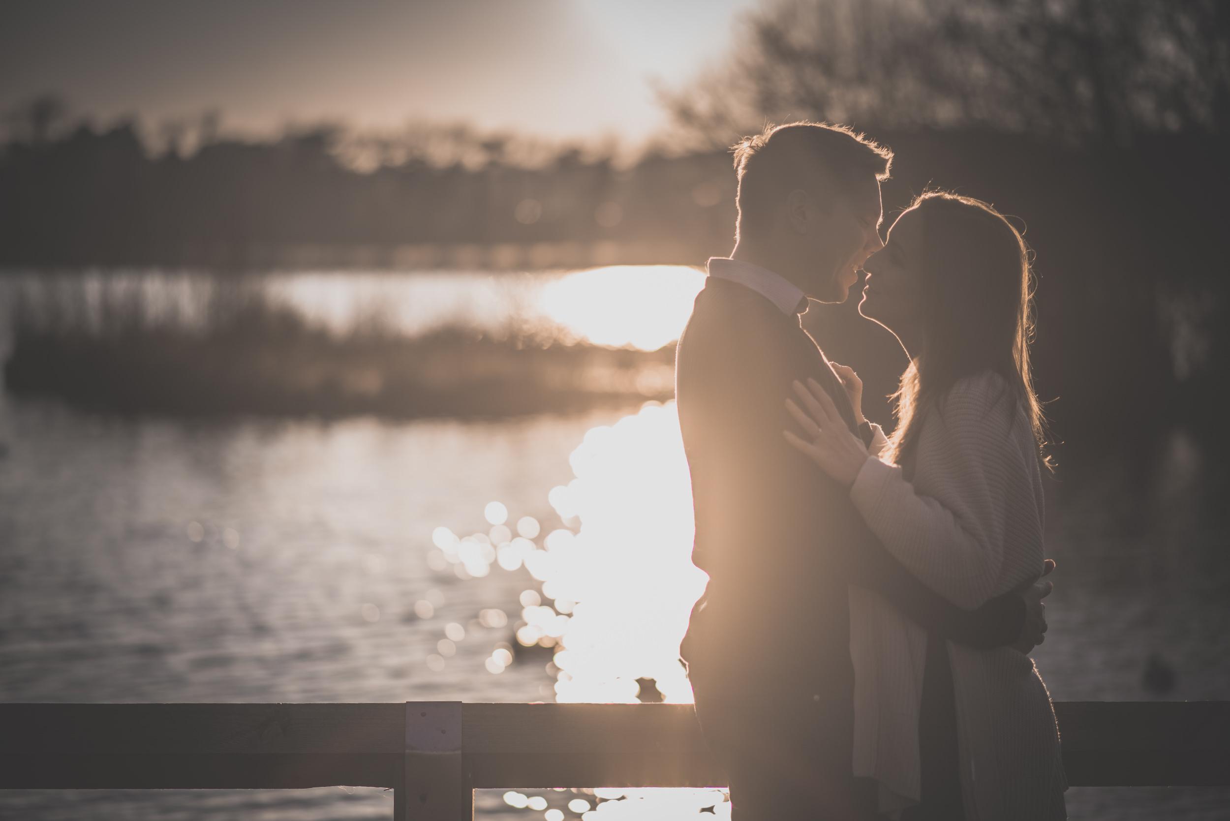 Caroline-Mark-Engagement-Session-Fleet-Pond-Hampshire-Manu-Mendoza-Wedding-Photography-041.jpg