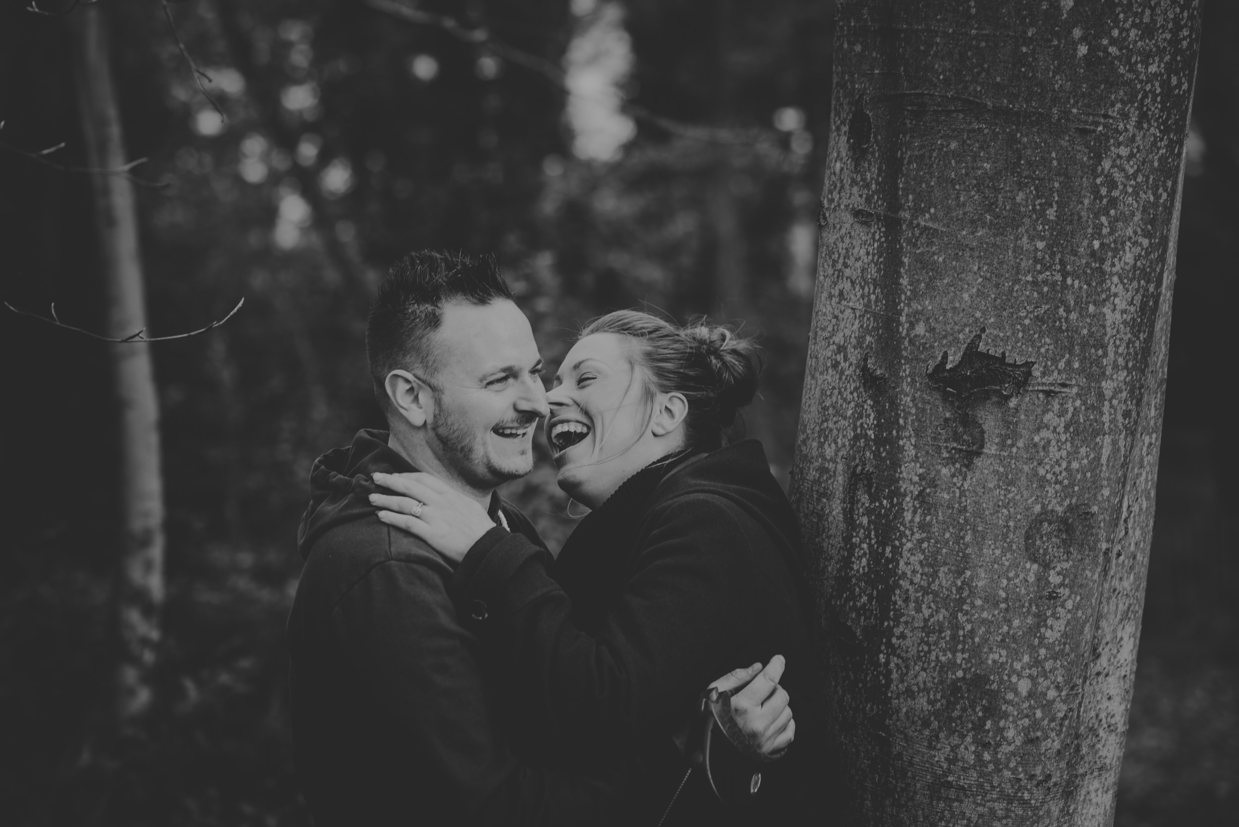 Hannah-and-Sam-Engagement-Sesion-in-Fleet-Pond-Hampshire-Manu-Mendoza-Wedding-Photography-023.jpg