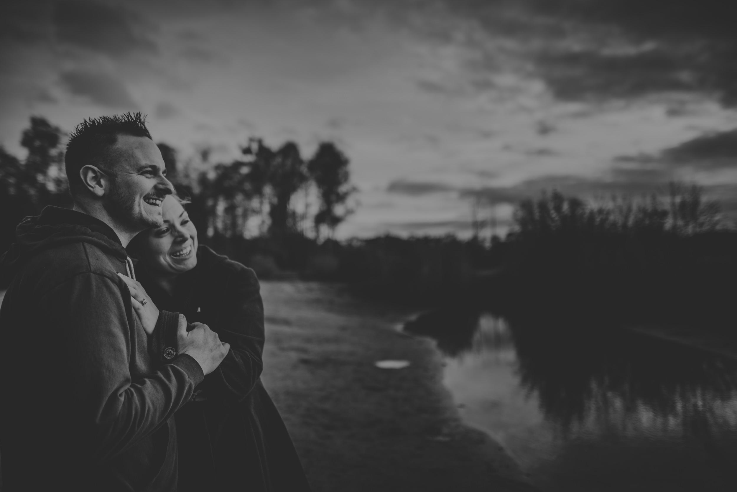 Hannah-and-Sam-Engagement-Sesion-in-Fleet-Pond-Hampshire-Manu-Mendoza-Wedding-Photography-083.jpg