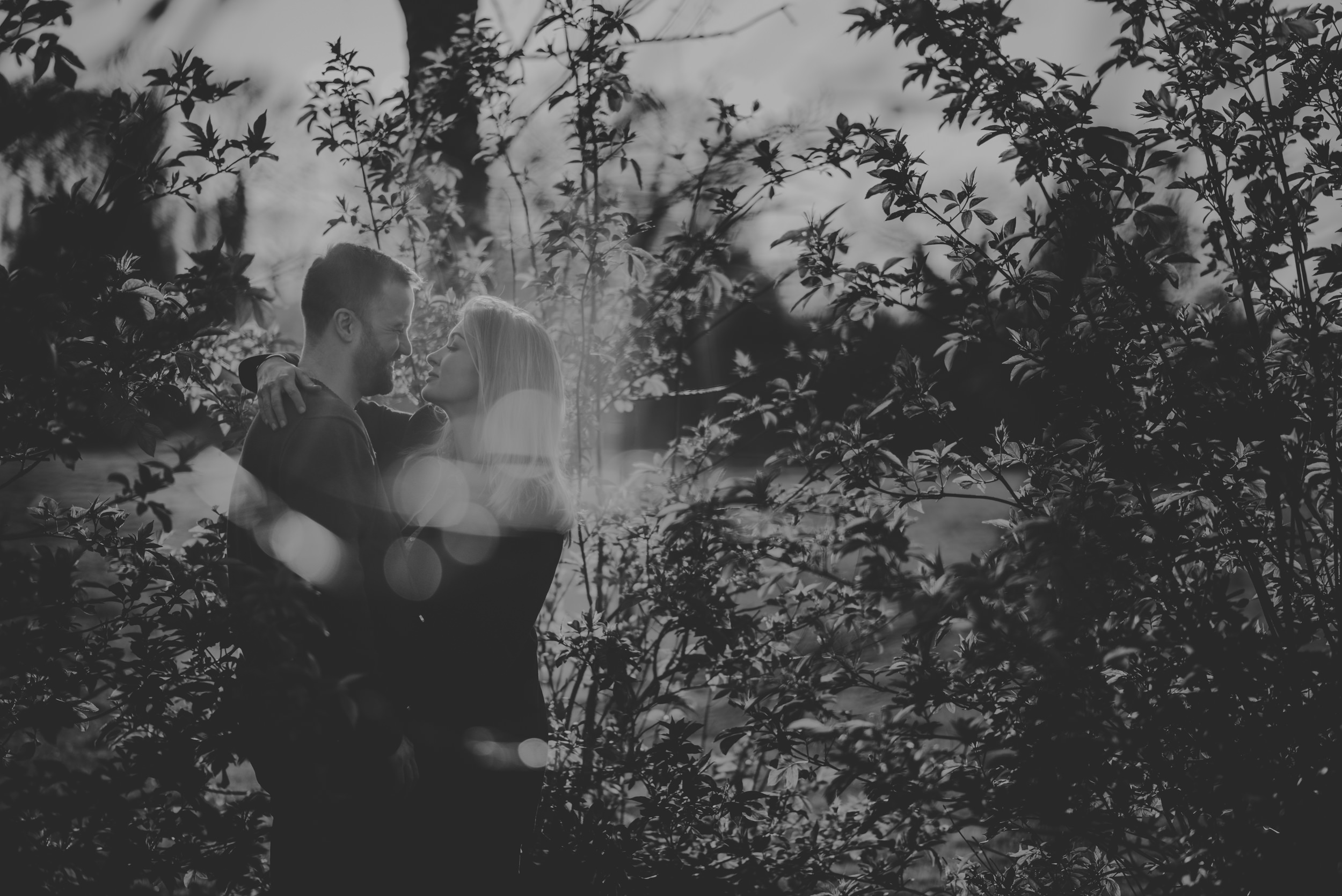Hannah-and-James-Engagement-Session-Henley-on-Thames-Oxfordshire-Manu-Mendoza-Wedding-Photography-011.jpg