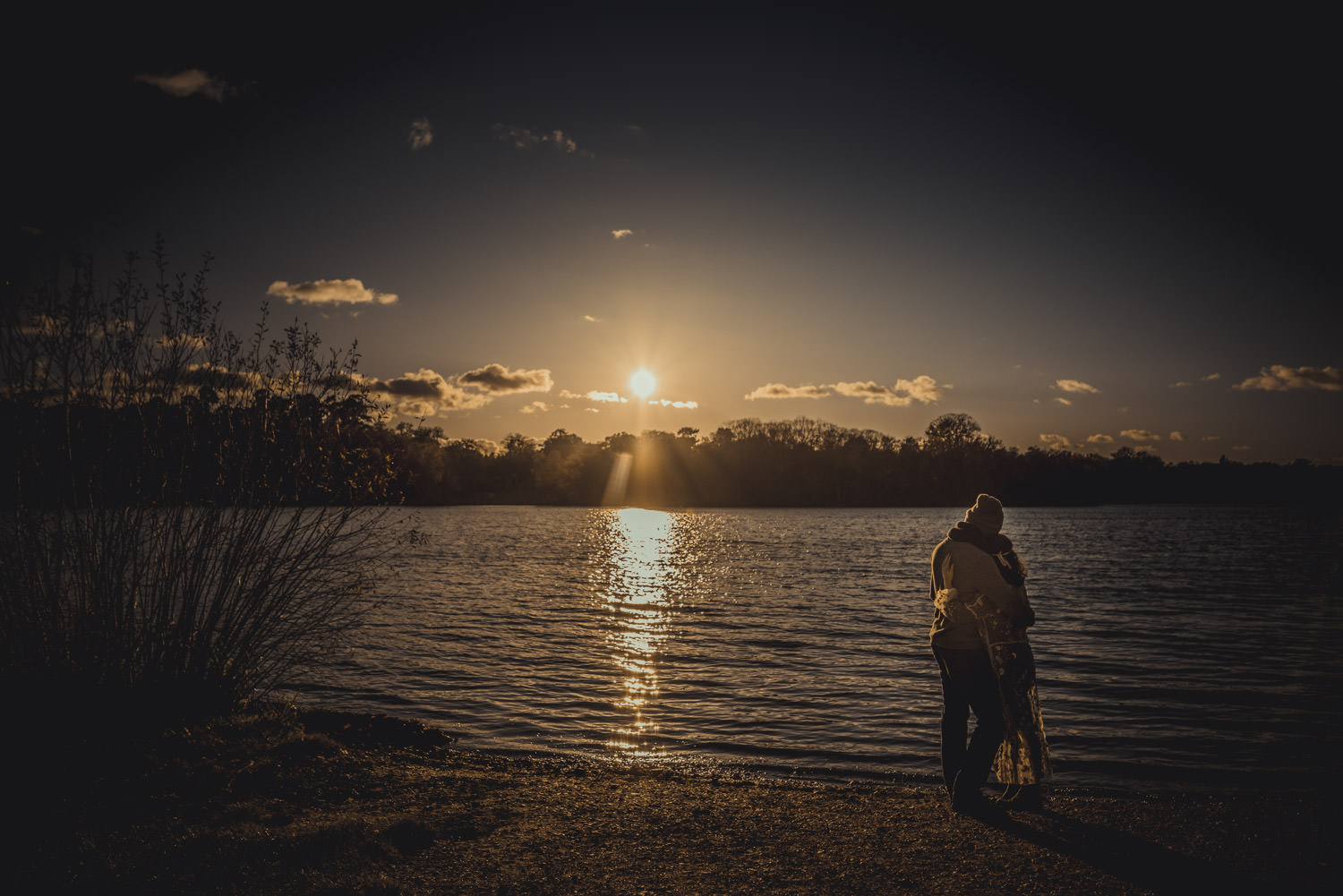 Engagement Pictures in Virginia Water Lake