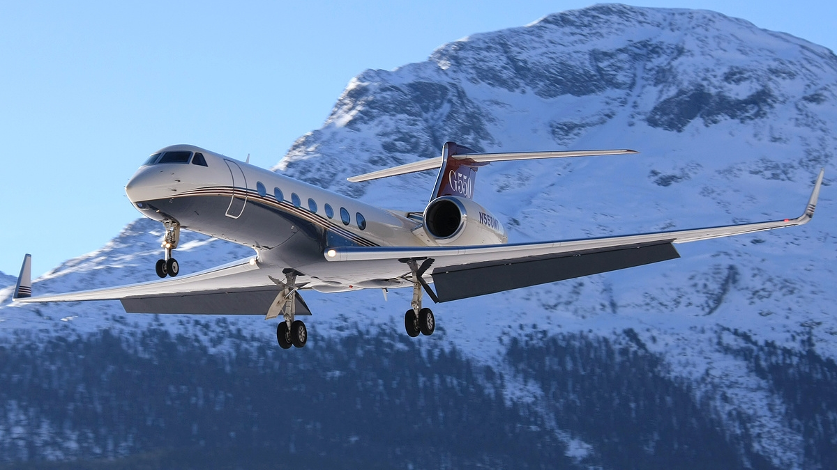 Serving Global Customers with Swiss Precision   Aircraft Management