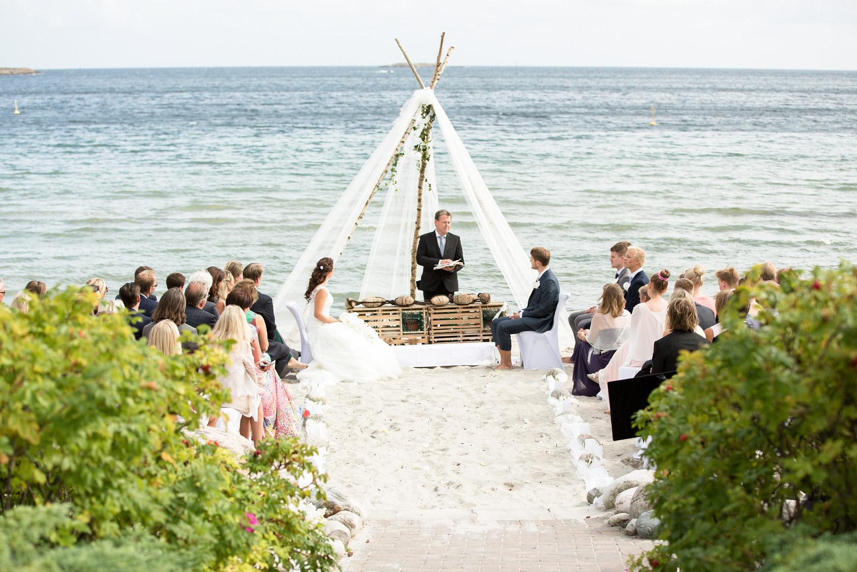 bryllupsfotograf_fevik_strand_hotel_grimstad_-15.jpg
