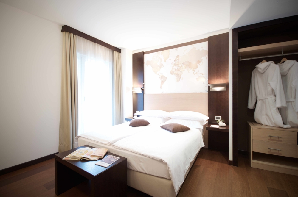 map room hotel luise riva del garda 03