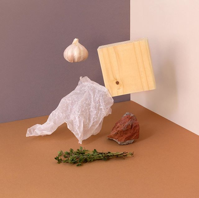 Time to post some new works. Sorry they're few and far between 😬 Also, turns out a block of wood is trickier to hang (and keep still) than it seems. Love the challenge though. . . . #stilllifephotography #stilllife #naturallight #originalartwork #setdesign #photosculpture #thisaintartschool #artdirection #contemporaryart #modernart