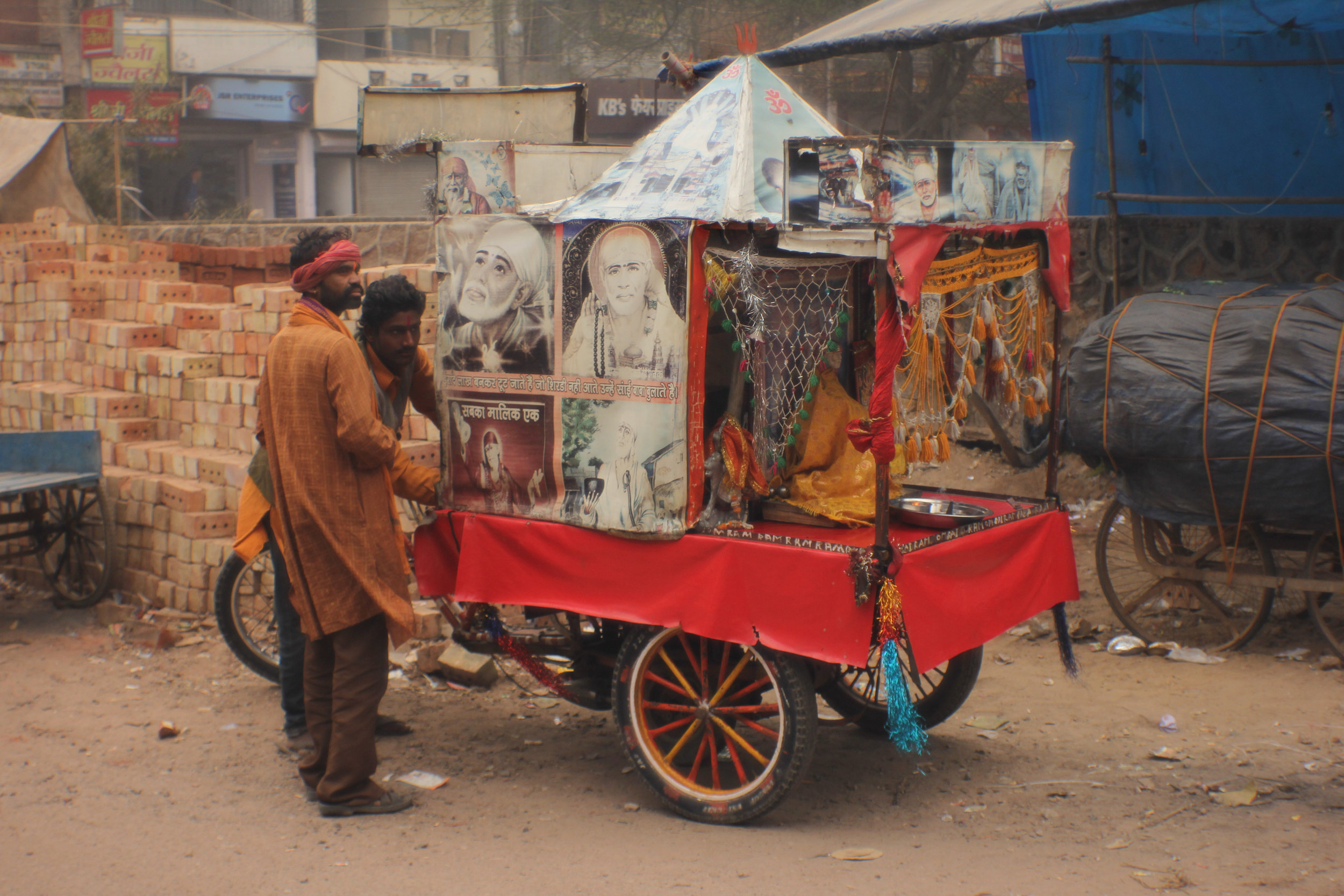 Toy vendor, Noida, Uttar Pradesh  Mobile temple, Tughlakabad Extension, New Delhi