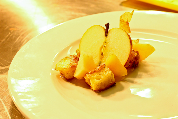 Apples, fried sweet bread, quinces