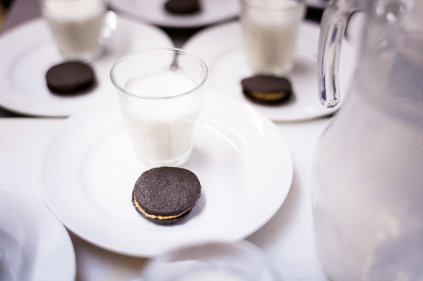 Coffe cream 'oreos' with quince milkshake