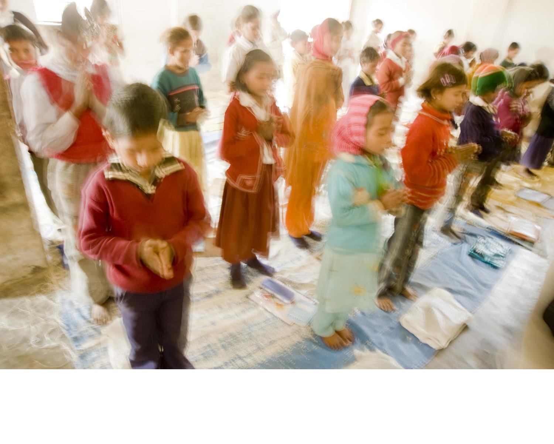 India_childrenpray.jpg