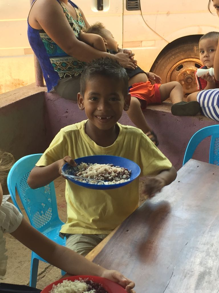 Feeding kitchen for kids in Tepano