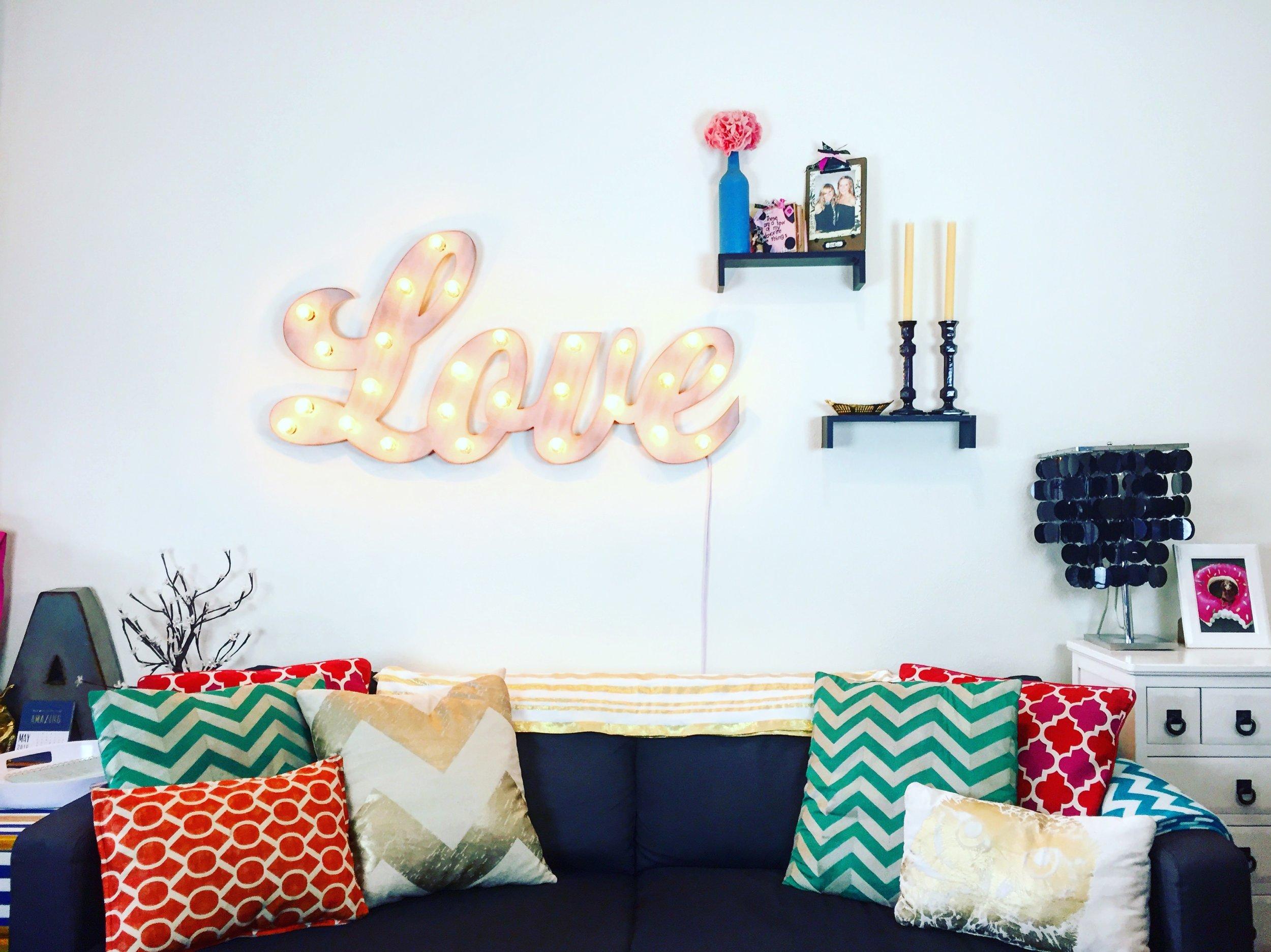 Anna Osgoodby Life + Design : Colorful NYC Studio Apartment Tour