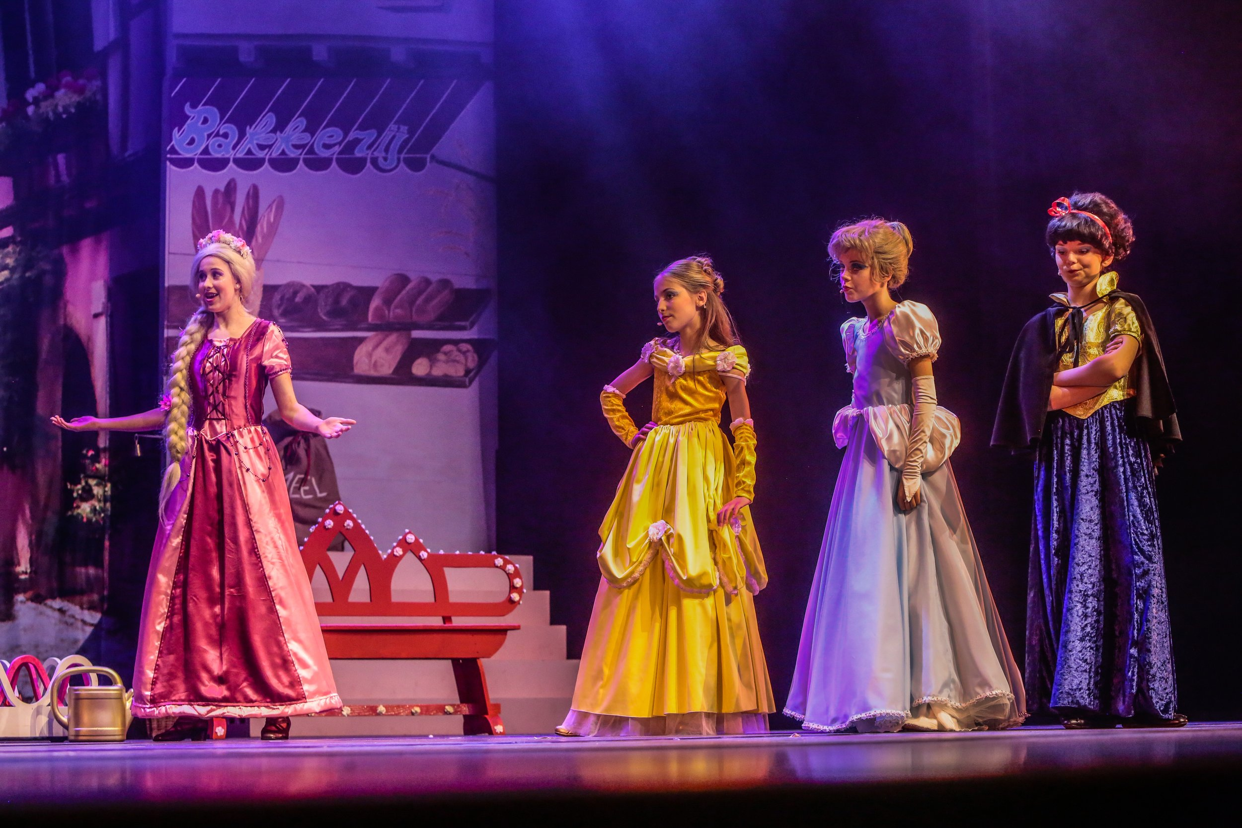 Boe!F-persfoto-11 Rapunzel, Belle, Assepoester en Sneeuwwitje.JPEG