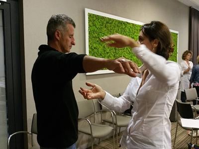 Maître Praticien en Hypnose - Depuis 2017, il vous est possible de suivre la totalité du cycle 2 de l'ASCA au sein de MHP-Hypnose. Le diplôme de maître praticien est constitué de la formation de base en hypnose OMNI ainsi que de la totalité des cours de formation continue, soit 200 heures de formation au total. Le diplôme de Maître Praticien permet d'obtenir l'accréditation ASCA.