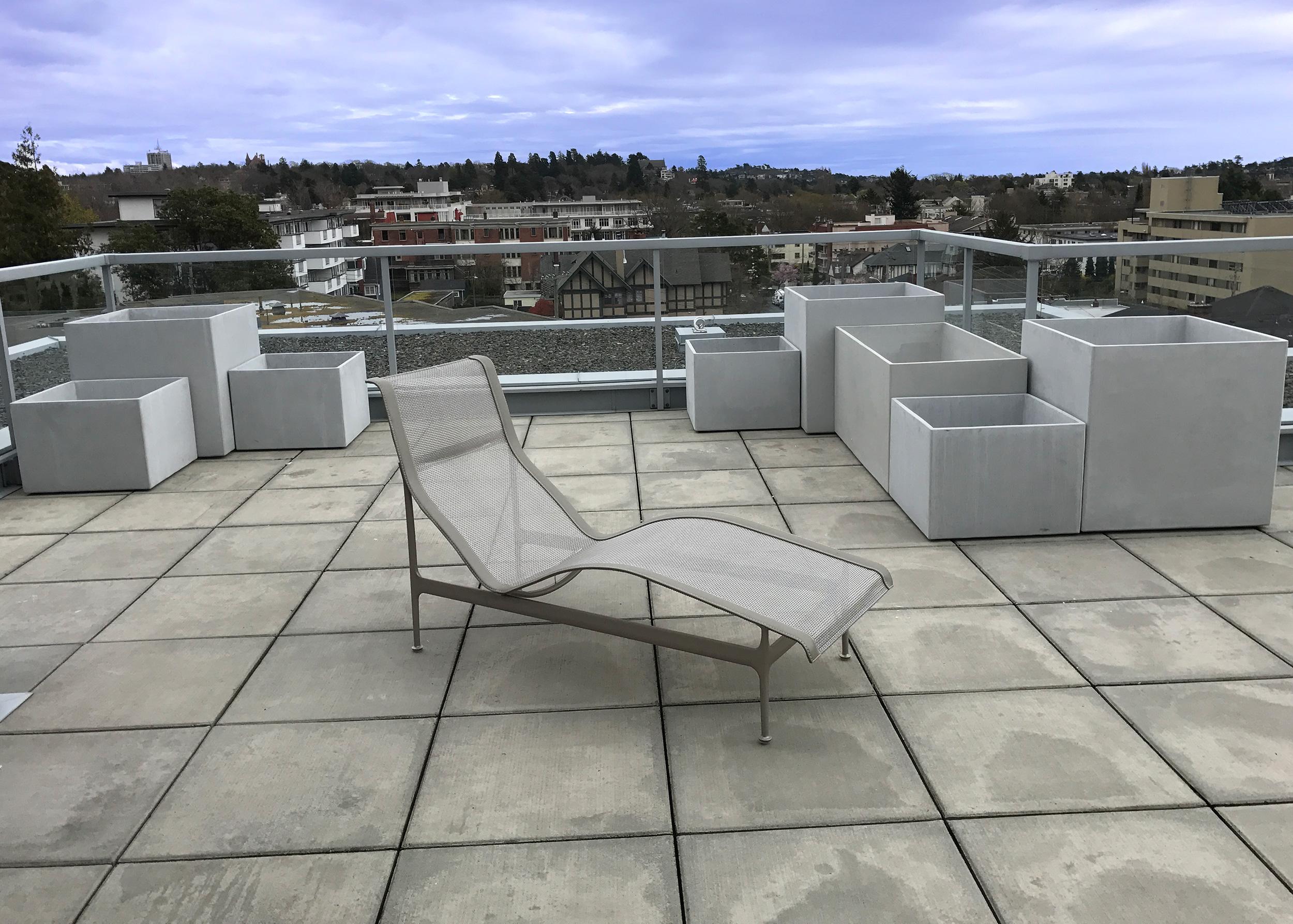 staggered REC series concrete pots