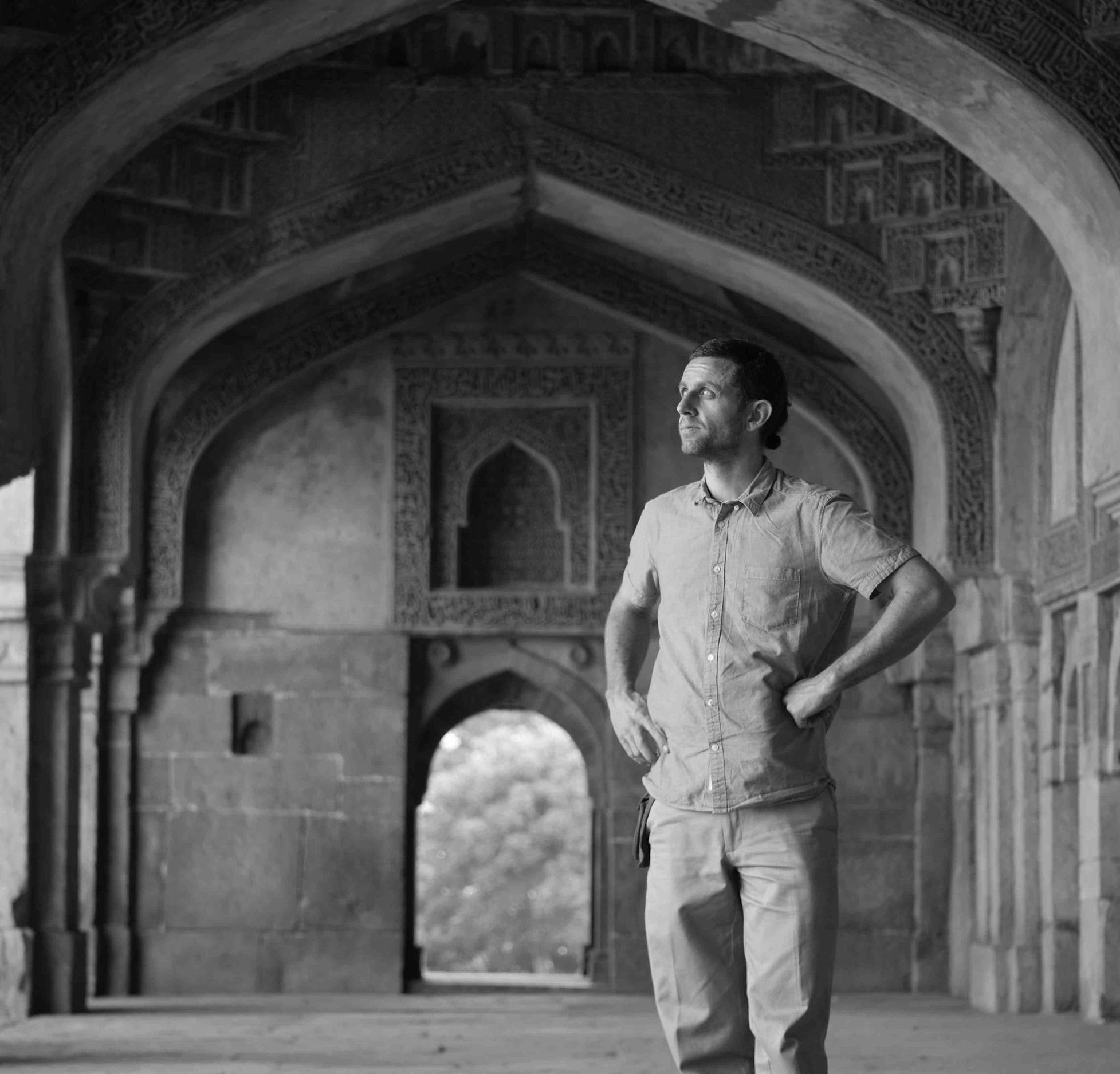 kuva standing arches delhi2.jpg