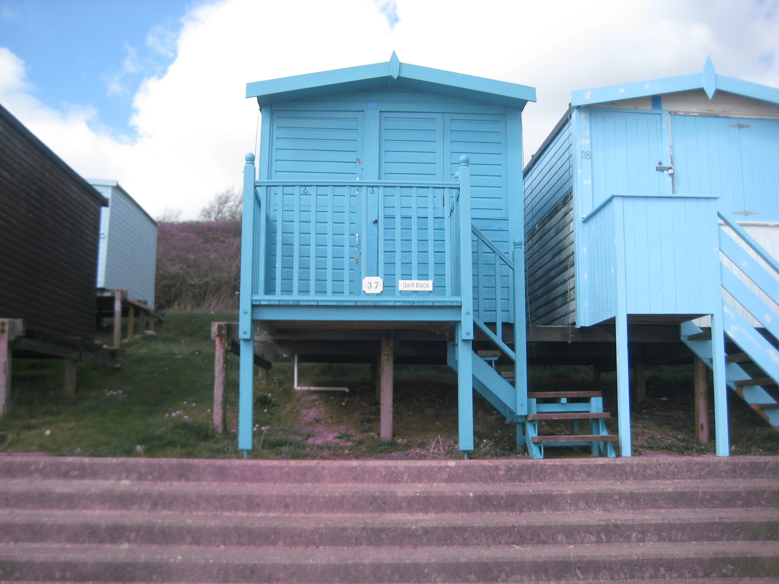 Sue and Ray's Beach Hut -37, The Leas, Frinton, CO13 9NN - for the perfect day out on a wonderful sandy beach.