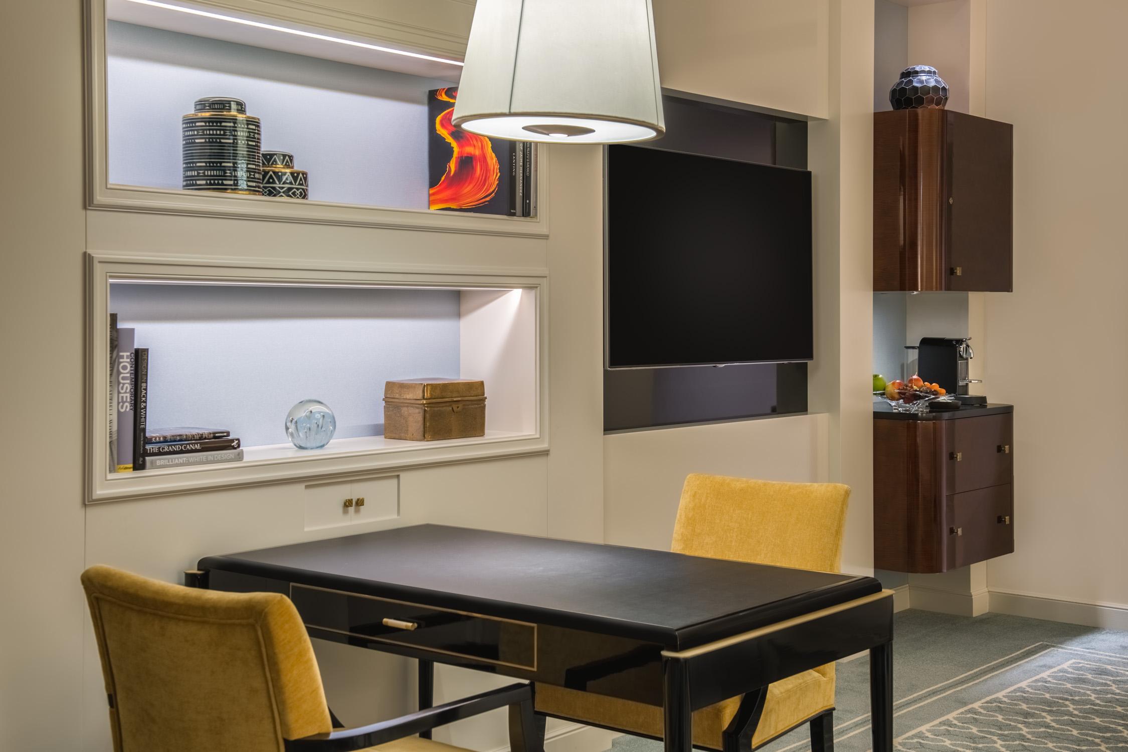 Waldorf Astoria Beverly Hills Standard King Design