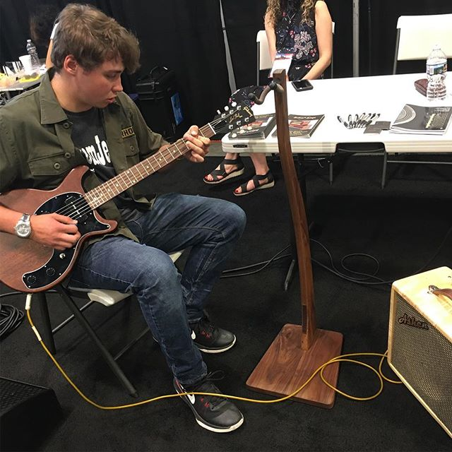 Hey guys, we're having fun here at the #nammshow #nammshow19 #nashville  Some people enjoy playing our little #guitarcombo #guitar #combo #customshop #boutiqueamps