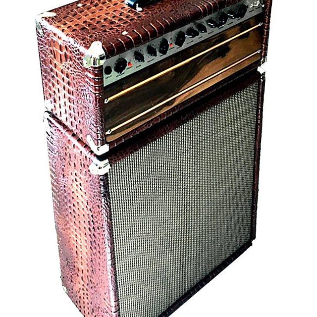 Here's our new Marvel 30 Watts tube guitar amp +212 cabinet  https://www.ashenamps.com/guitar-amps/marvel-set-212 contact us with your questions. #guitarist #guitaramp #customized #customshop #vintageguitars #tubeamp