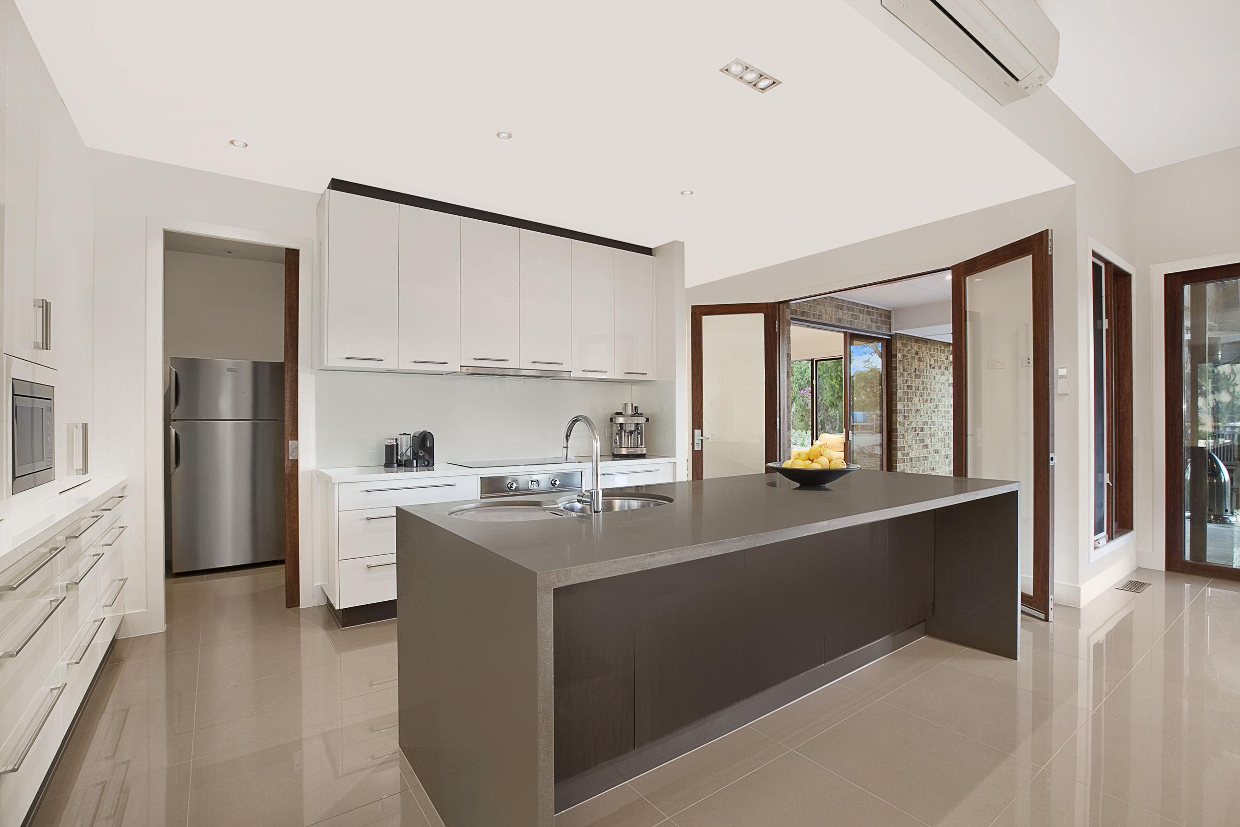 Barooga_Drive_23_Wonga_Park_3115_(Kitchen).jpg