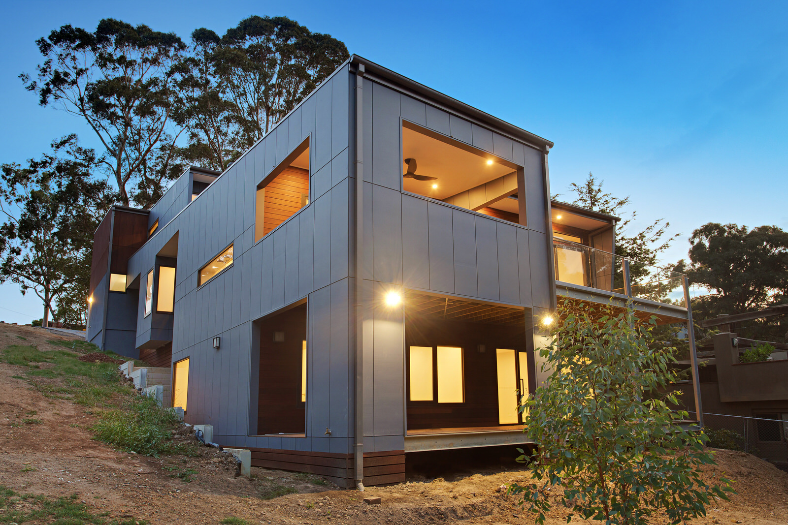 Alfresco living, amongst the treetops, on the banks of the Yarra River - Design: Archestral DesignsContruction & PM: Matclair