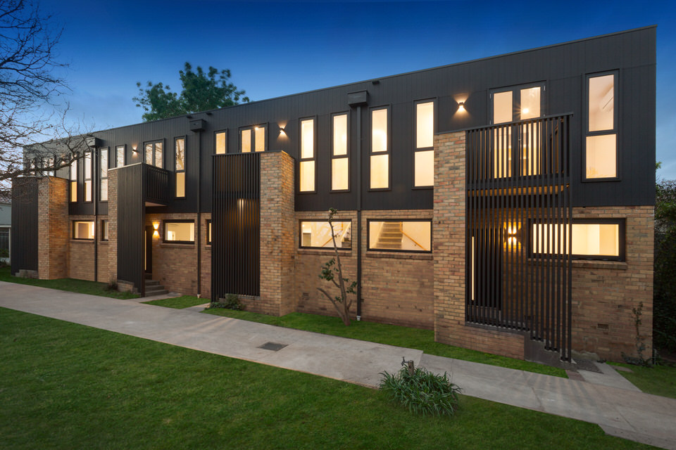 The South-Westerly aspect of our recently completed 4 adjoining townhouse apartments.Design: Daniel Ash Architects Construction & PM: Matclair -