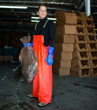 MICAH DANIELS CONTINUES A FAMILY TRADITION AT THE WANCHESE FISH COMPANY IN DARE COUNTY, A COMPANY THAT SPANS GENERATIONS. PHOTO BY DANIEL PULLEN.
