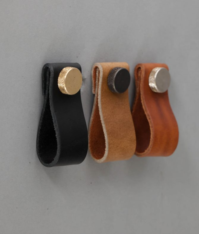 leather_furniture_pull-21-670x788.jpg