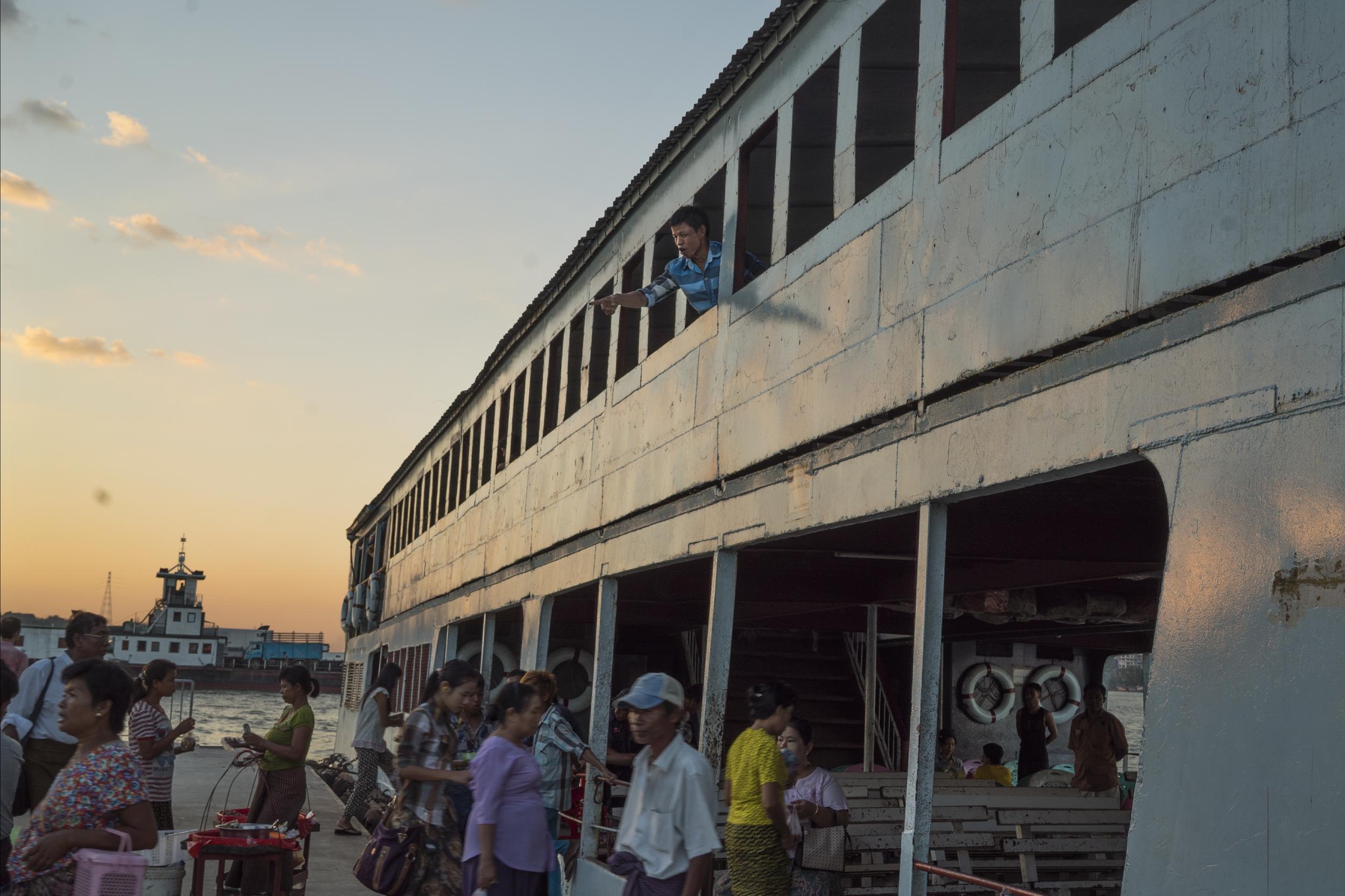Yangon Ferry 03.jpg