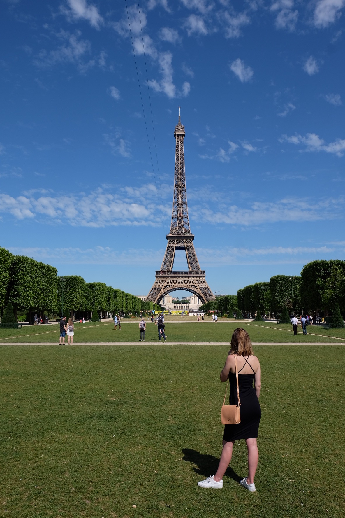 what to wear at the eiffel tower