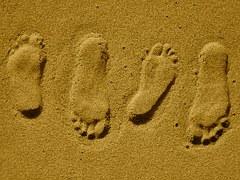 footprints-315852__180.jpg