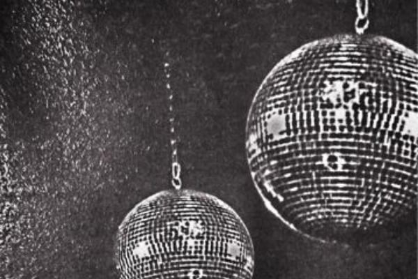 CHAMPAGNE KISSES AND DISCO DREAMS