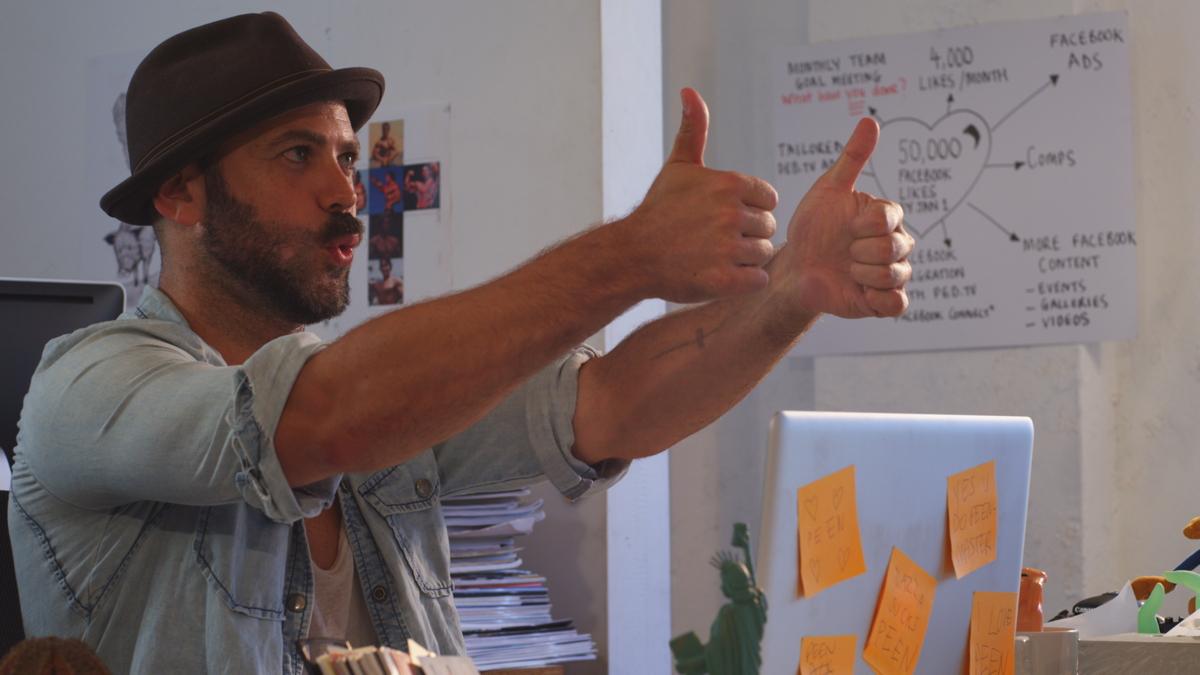Dazza - Thumbs Up.jpg