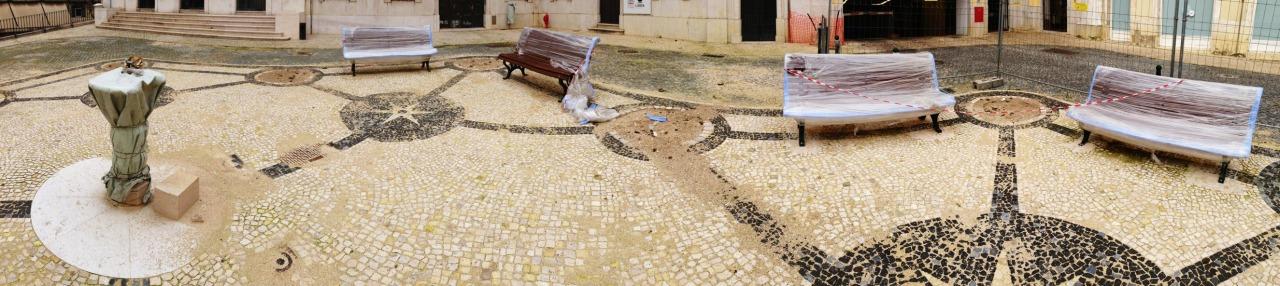 10-01-2014 12:08:24  Largo da Boa Hora, Lisbon, Portugal
