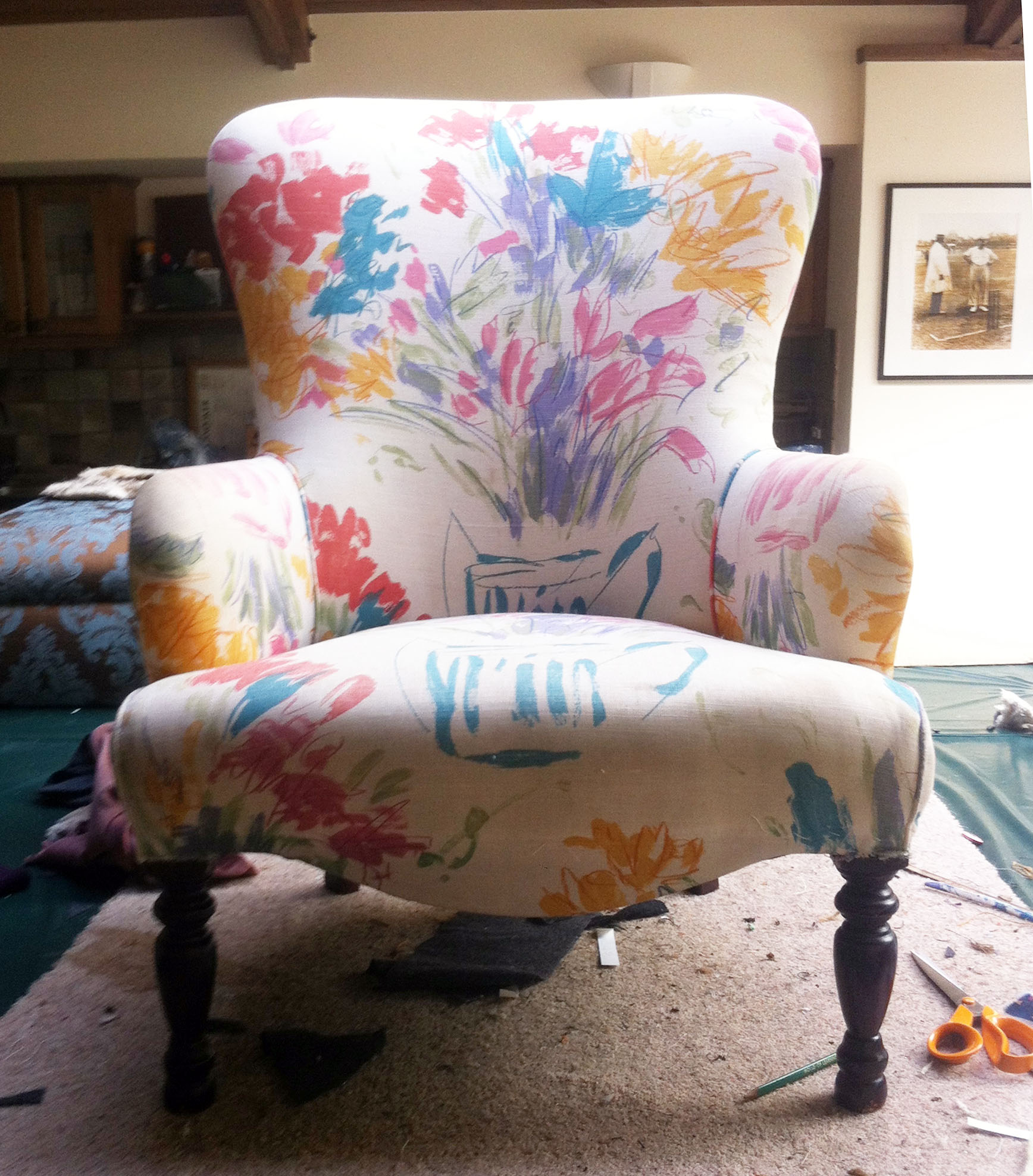 The stuffing in Mary's chair was in good condition so justneeded a recover to modernise it