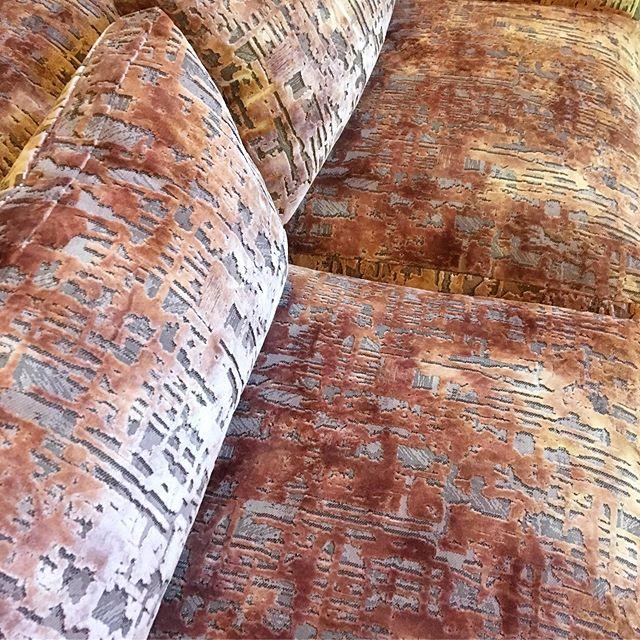 Dip-dyed figured velvet sofa @janechurchillfabrics My clients are choosing great fabrics this summer! #upholstery #peckham #figuredvelvet #dipdye #velvetsofa #renewdontbuynew
