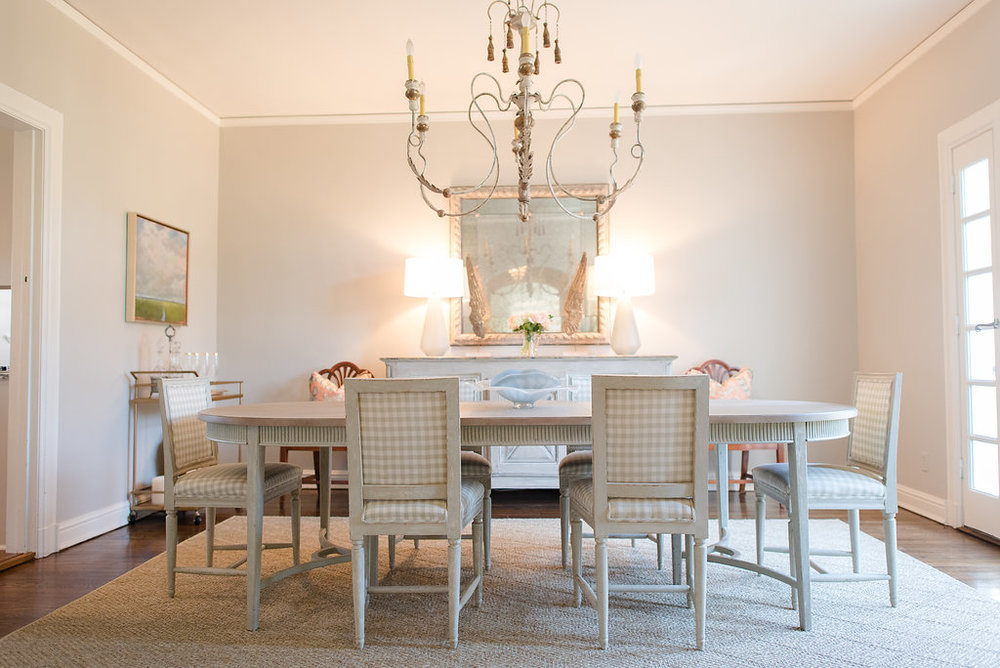 what size of rug for dining room chandelier