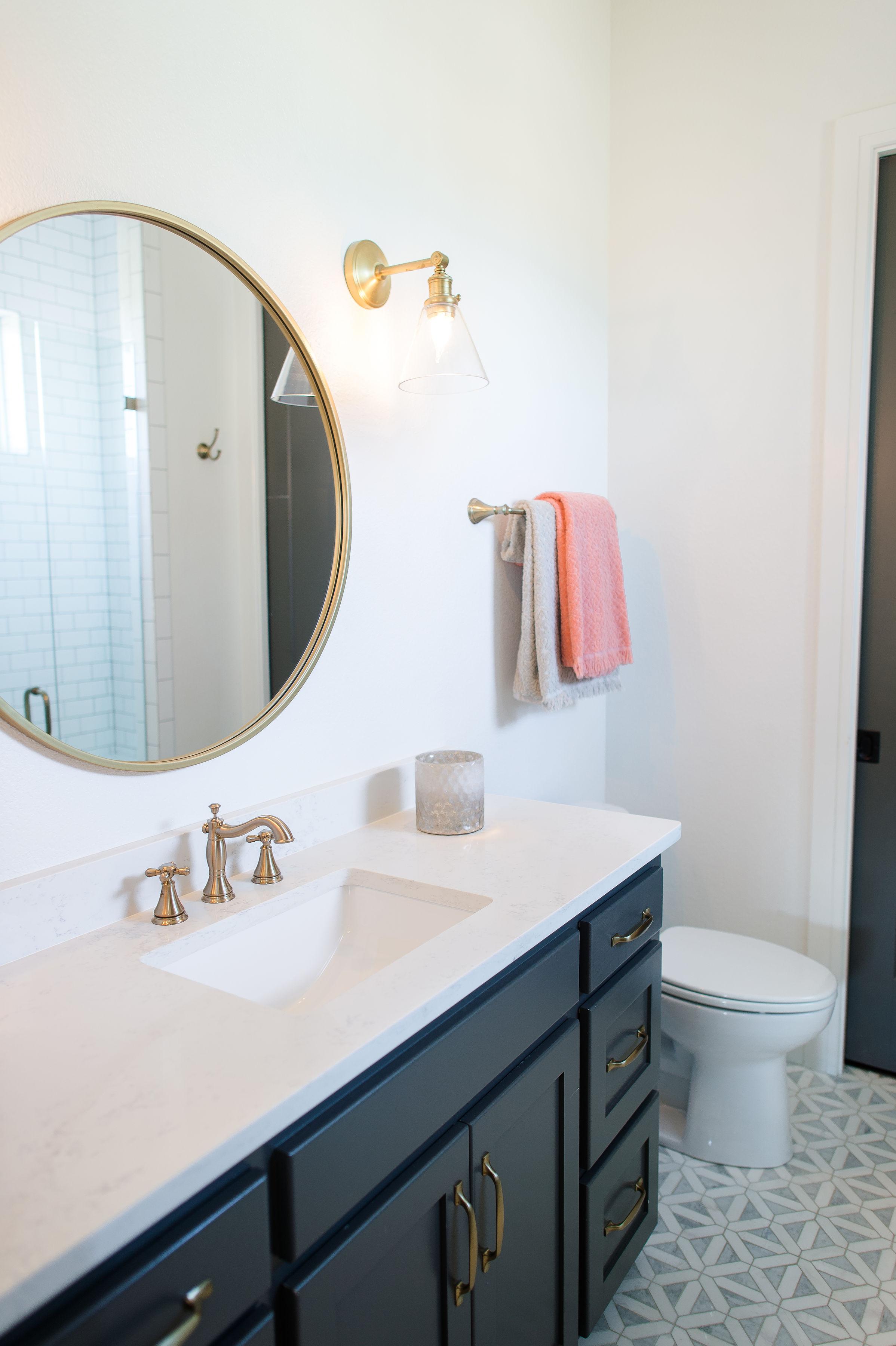 hill-country-transitional-clark-design-studio-wichita-falls-tx-girls-bathroom-anne-selke.jpg