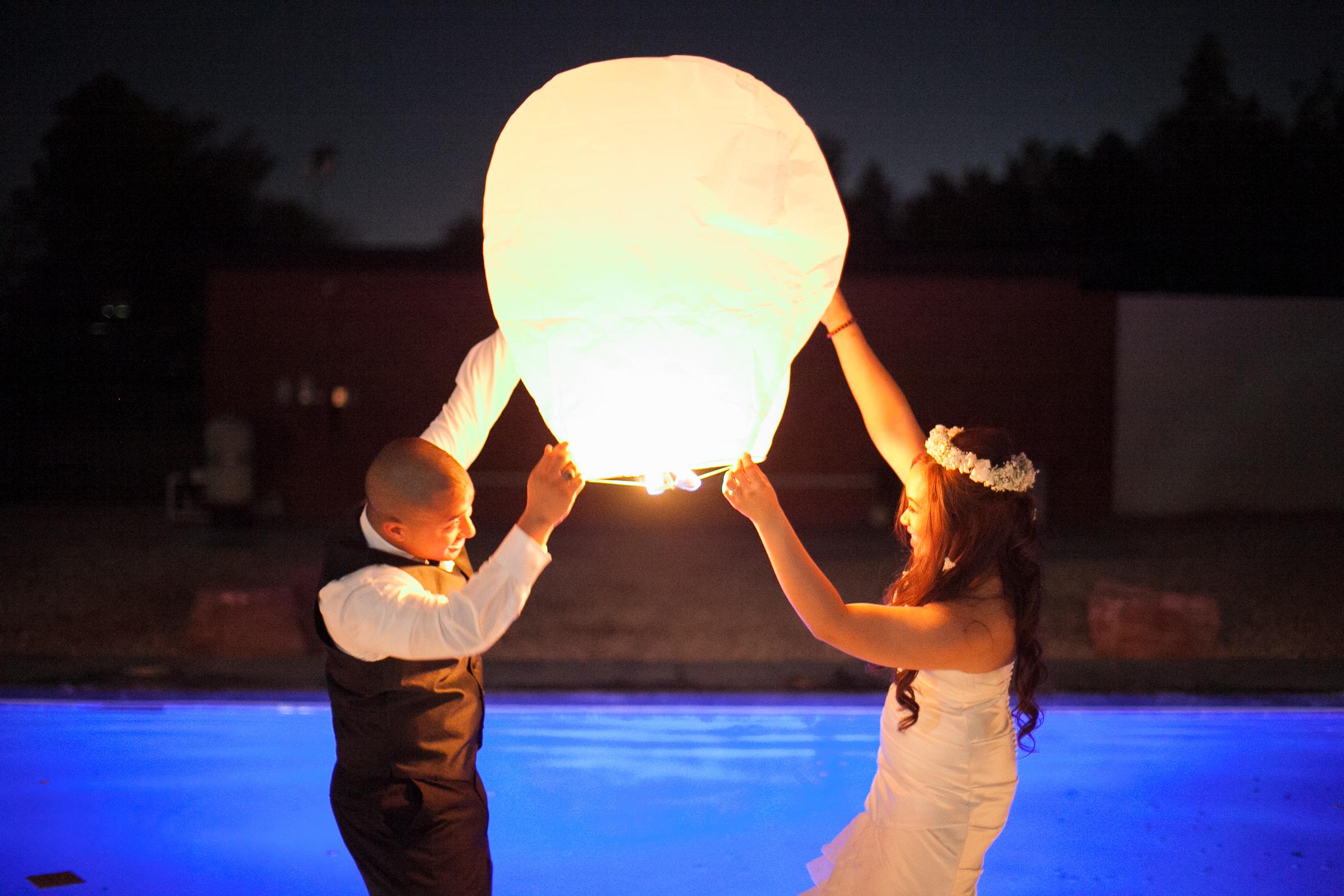 Wedding, lantern lighting send off