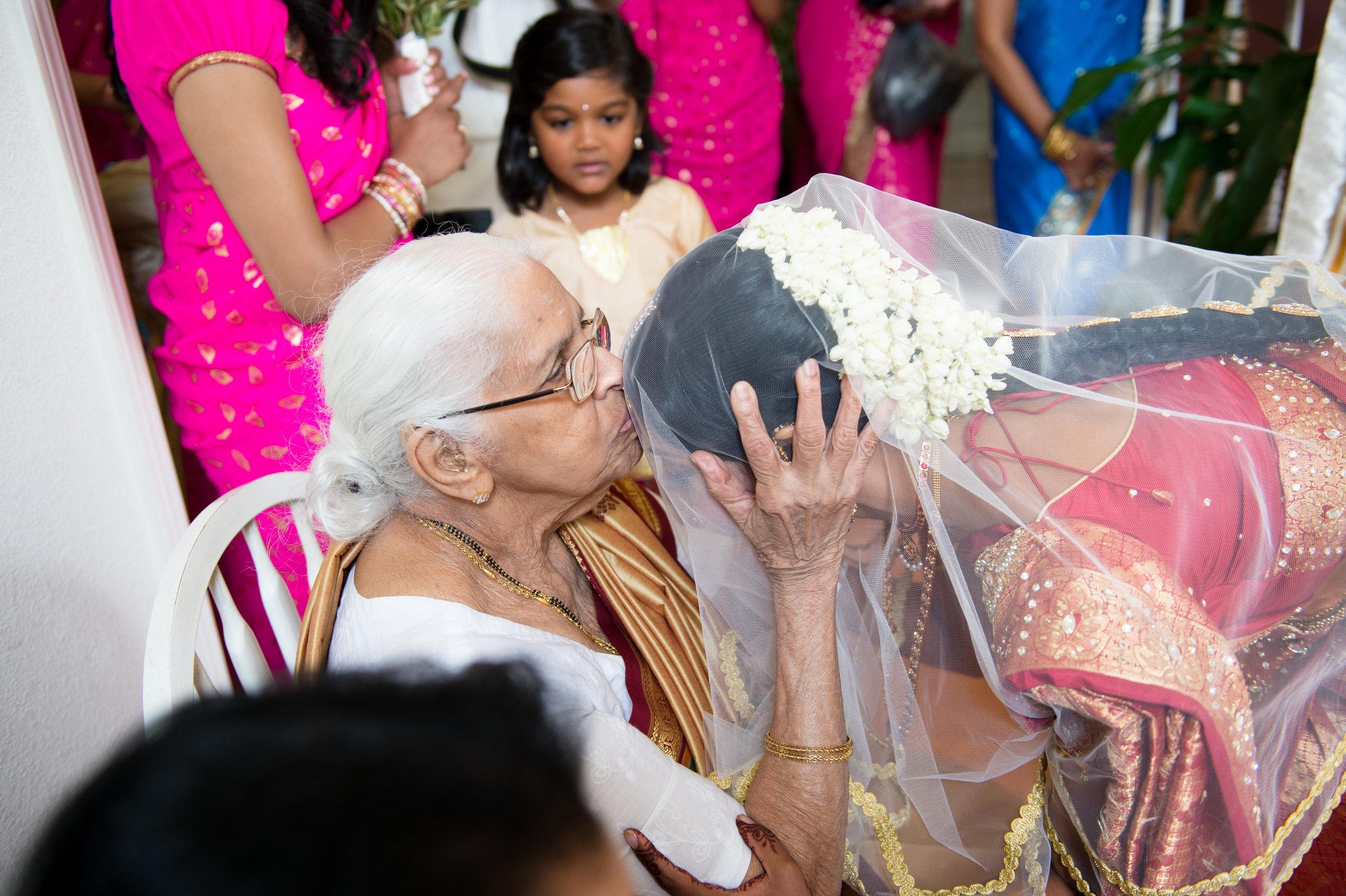1-Sri Lankan Wedding Photography-Shiva Vishnu Temple023.jpg