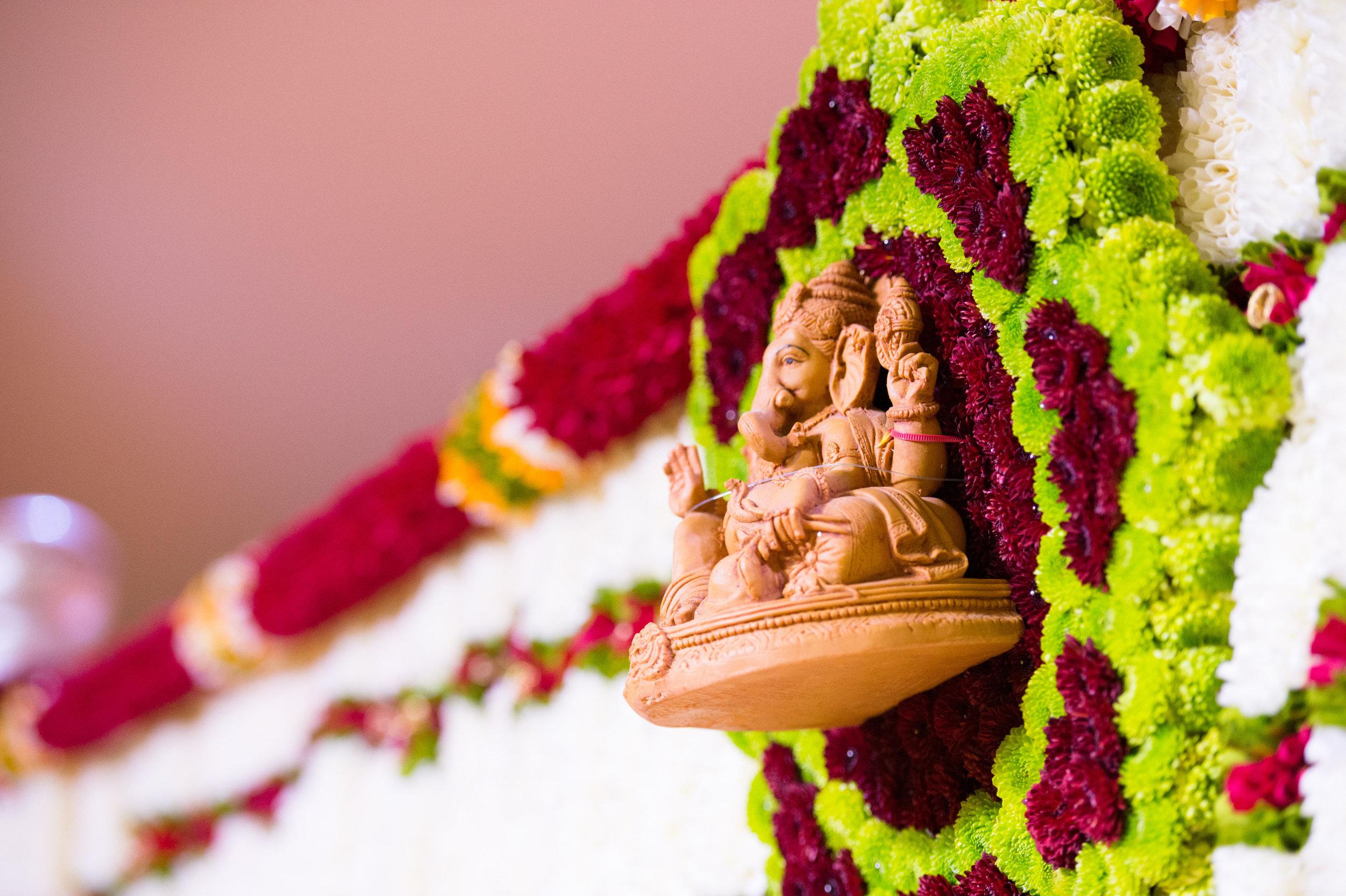 1-Sri Lankan Wedding Photography-Shiva Vishnu Temple030.jpg