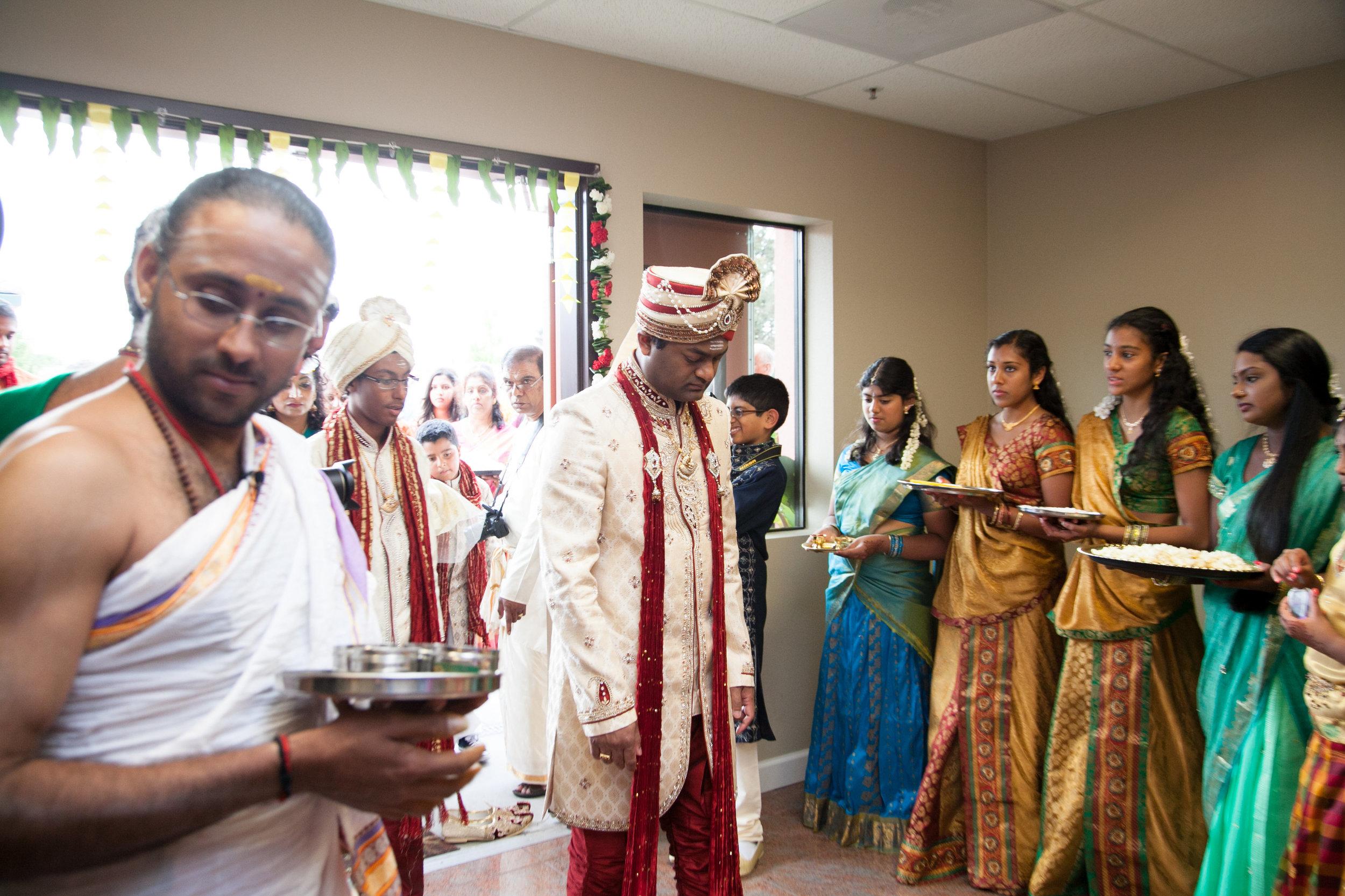 1-Sri Lankan Wedding Photography-Shiva Vishnu Temple032.jpg