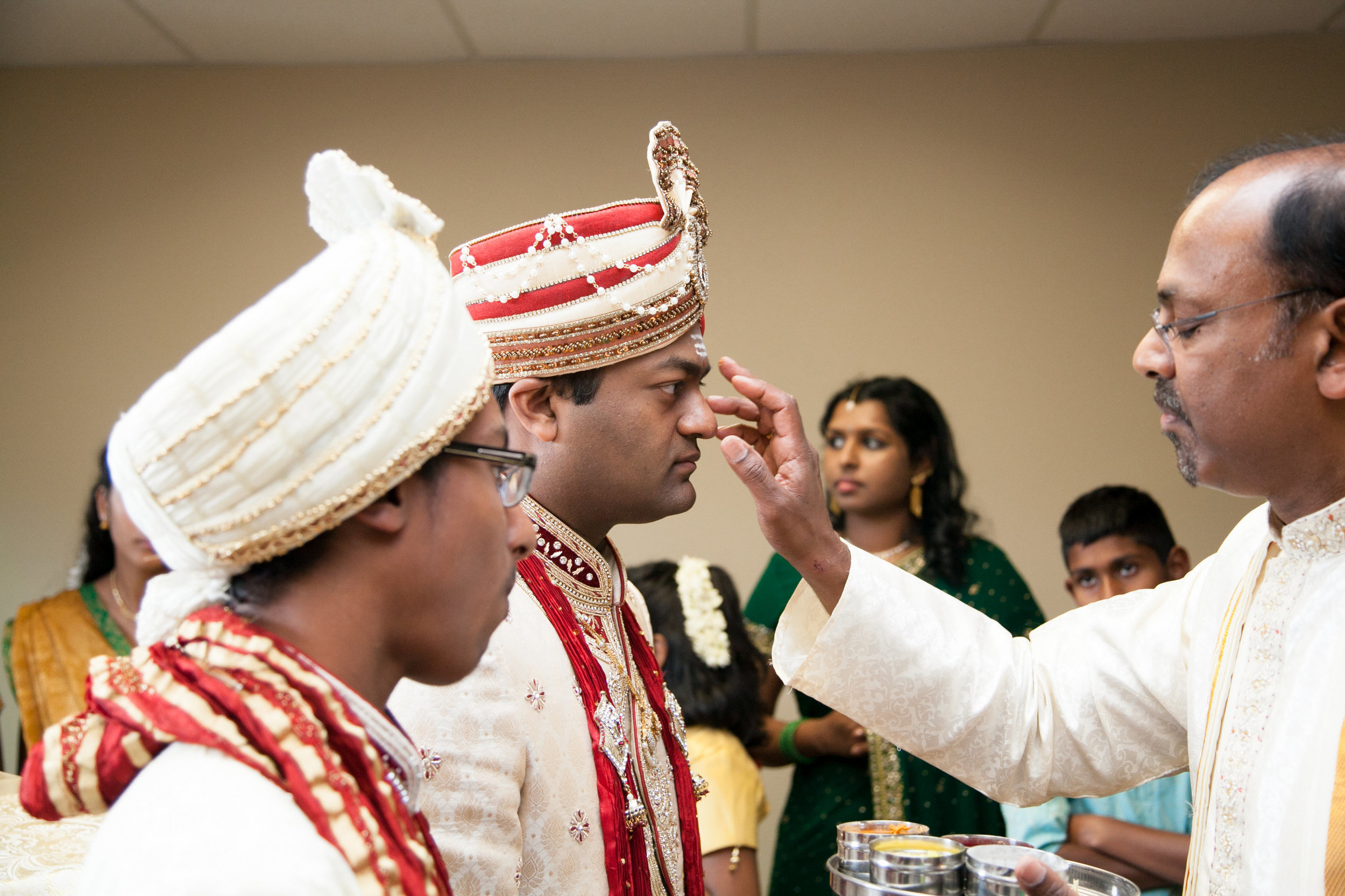 1-Sri Lankan Wedding Photography-Shiva Vishnu Temple033.jpg